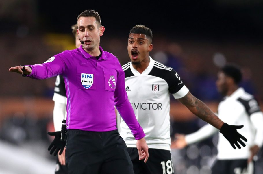 Man United fans fume over disallowed Fulham equaliser following Stamford Bridge controversy