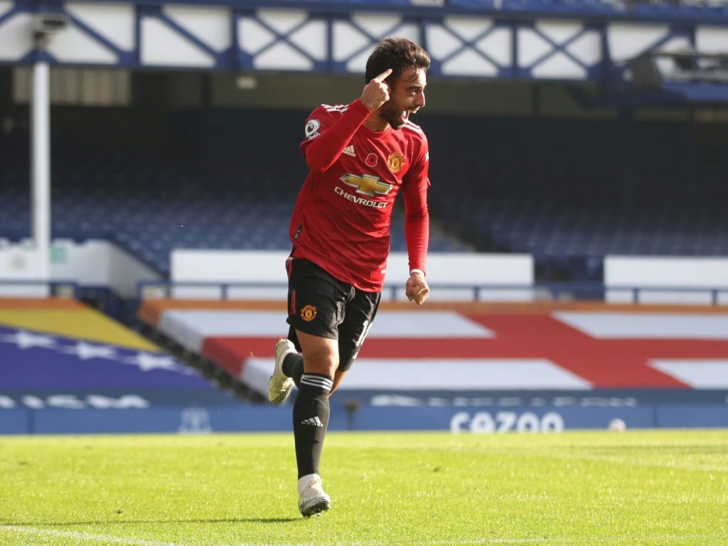 LIVERPOOL, ENGLAND - NOVEMBER 07: Bruno Fernandes of Manchester United celebrates after scoring his team's first goal during the Premier League match between Everton and Manchester United at Goodison Park on November 07, 2020 in Liverpool, England. Sporting stadiums around the UK remain under strict restrictions due to the Coronavirus Pandemic as Government social distancing laws prohibit fans inside venues resulting in games being played behind closed doors. (Photo by Carl Recine - Pool/Getty Images)
